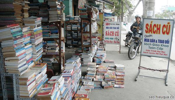 Bạn có thể dễ dàng sở hữu 1 cuốn sách cũ với vài ngàn đồng
