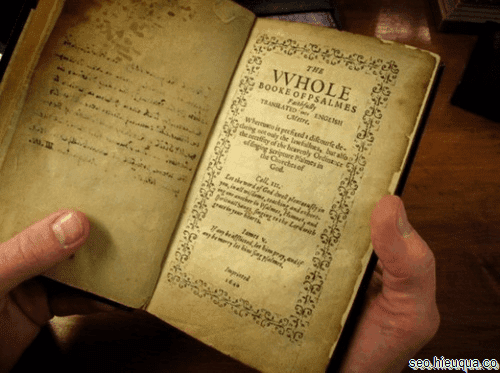 Sách giấy có thể là nguồn tài liệu rất quý cho nội dung bài viết